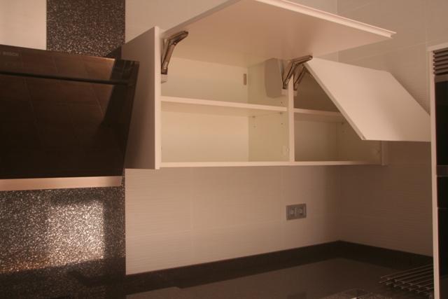 Cocinas a medida muebles de cocina cocinas baratas for Puertas que abren hacia afuera